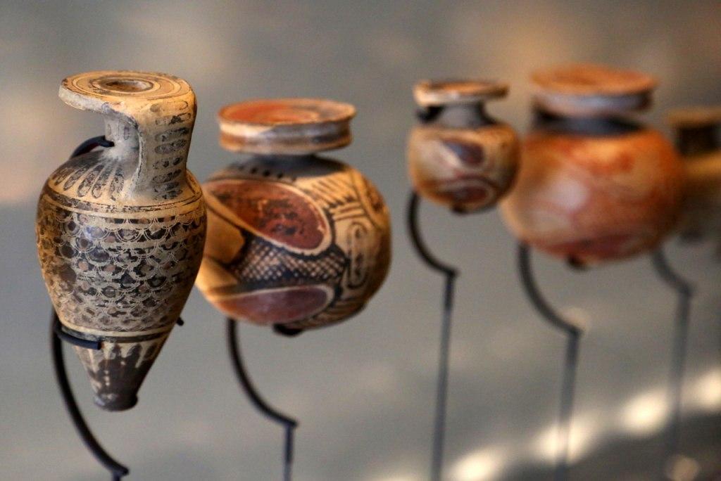 ظروف باستانی عطر در موزه بین المللی گراس در کشور فرانسه