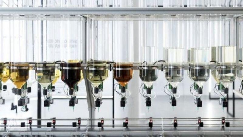 ماشینهای سنتورونیکس عطر را مخلوط میکنند