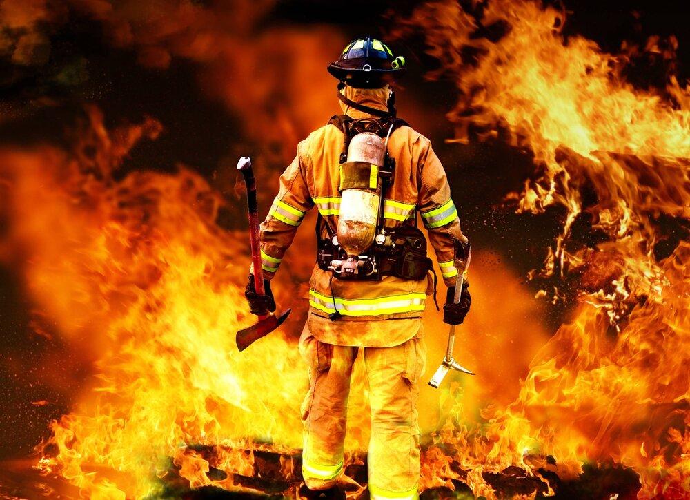شیشه عطر پراید را به آتش کشید