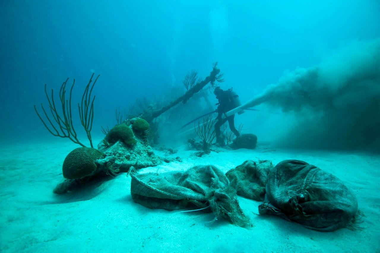 حقایق عجیب: عطری که پس از 150 سال در زیر آب سالم ماند